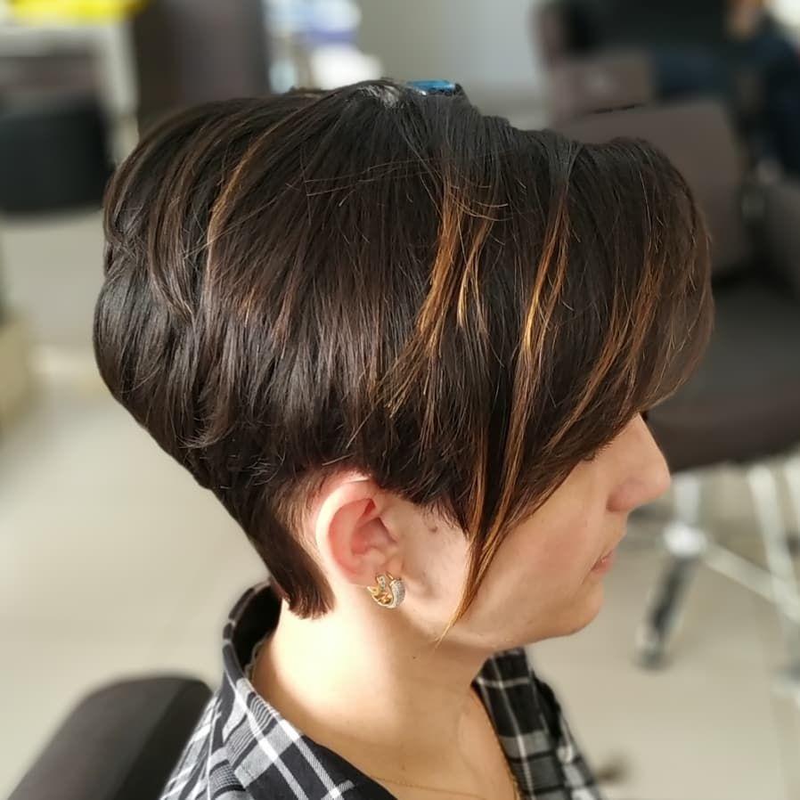 Highlighting the model of short hair, making the hair look