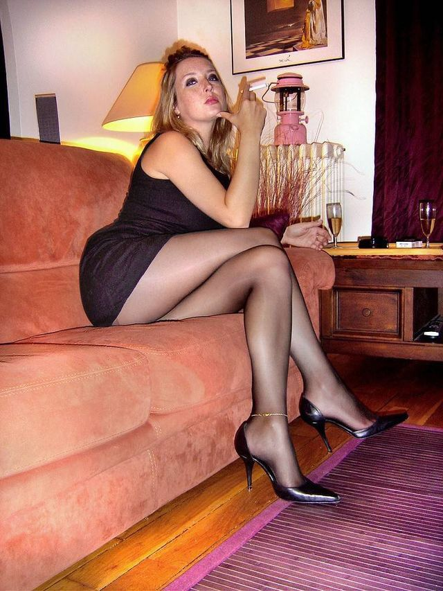 Pantyhose smoking sexy heels