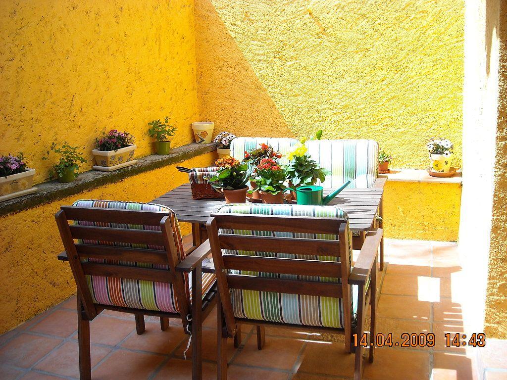 Patios interiores modernos peque os buscar con google for Decoracion patios chicos