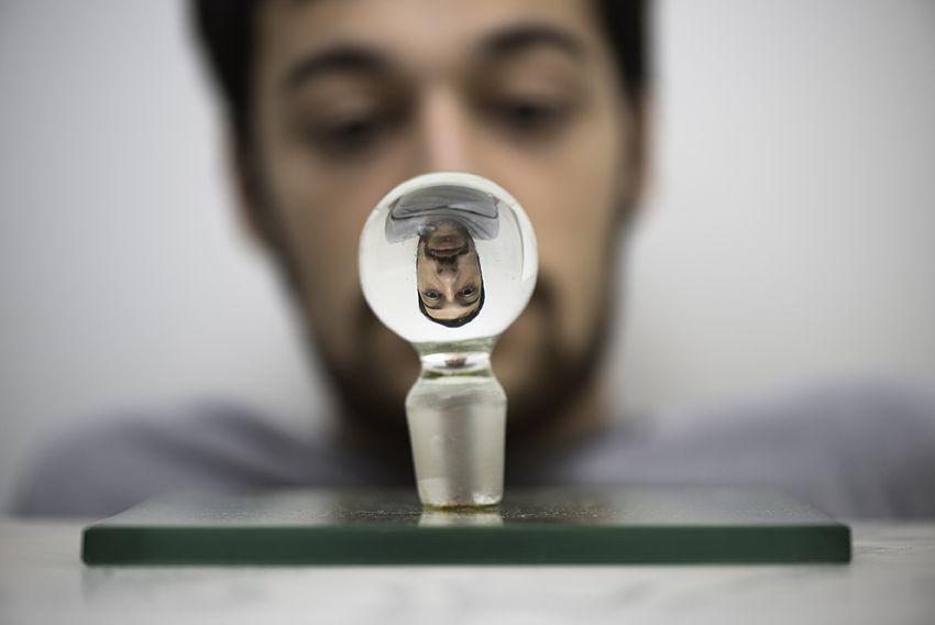 Ponto de Vista 1965 | Waldemar Cordeiro tampa de garrafa de cristal sobre cristal 25.00 x 25.00 cm