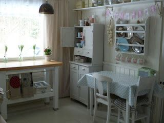 This looks like a doll house pantry :) Have to say that I love those mix'n'match plates, chairs, etc.