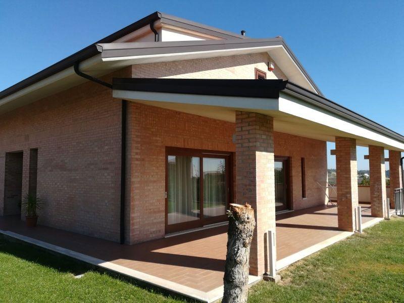 Casa in di raffaela toraldo sas vende villa catanzaro - Bagno la villa pinarella ...