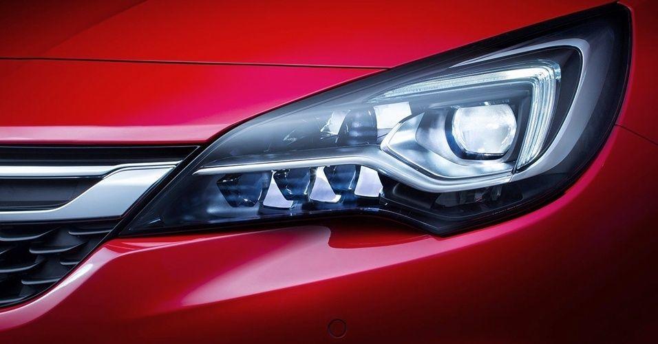 Conjunto óptico dianteiro é formado por 16 pontos de LED, oito de cada lado, e munido de iluminação adaptativa: intensidade da luz varia de acordo com a iluminação externa