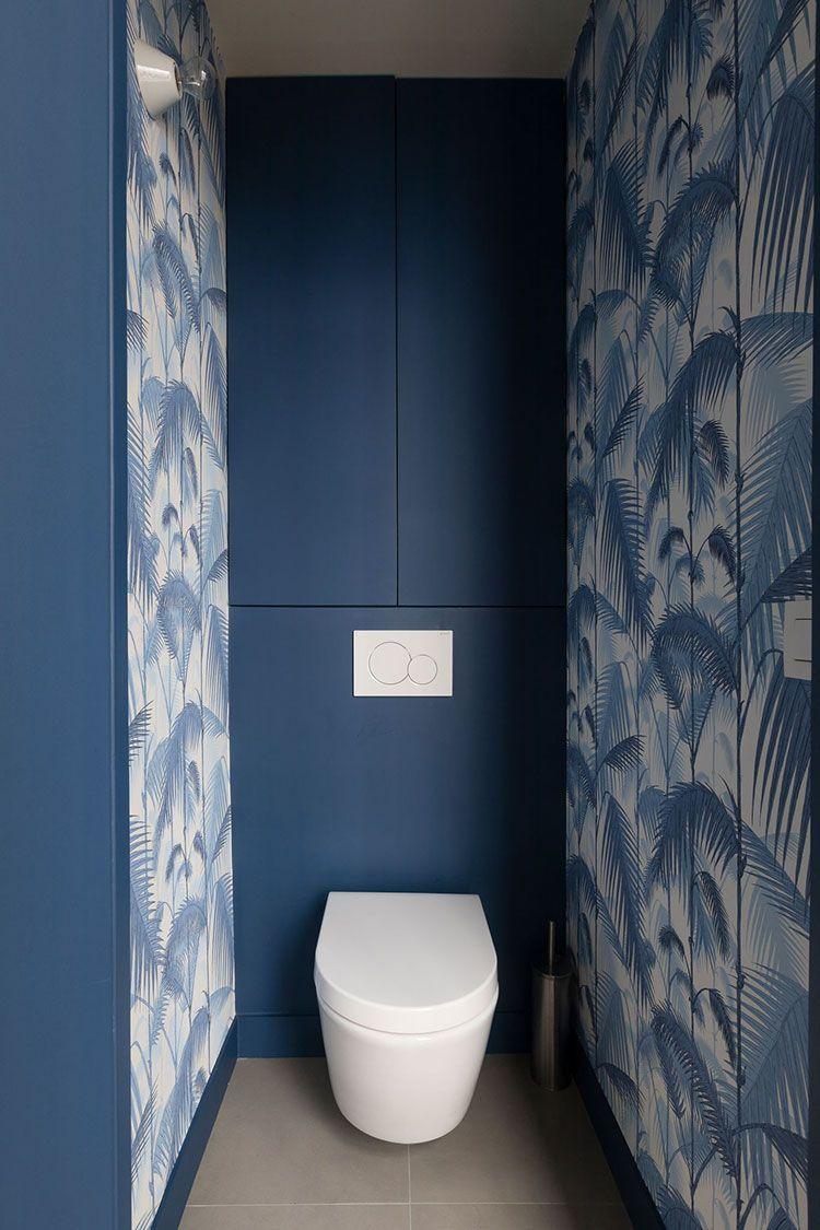 Papier peint dans les toilettes. Palm Jungle bleu et blanc   Cole