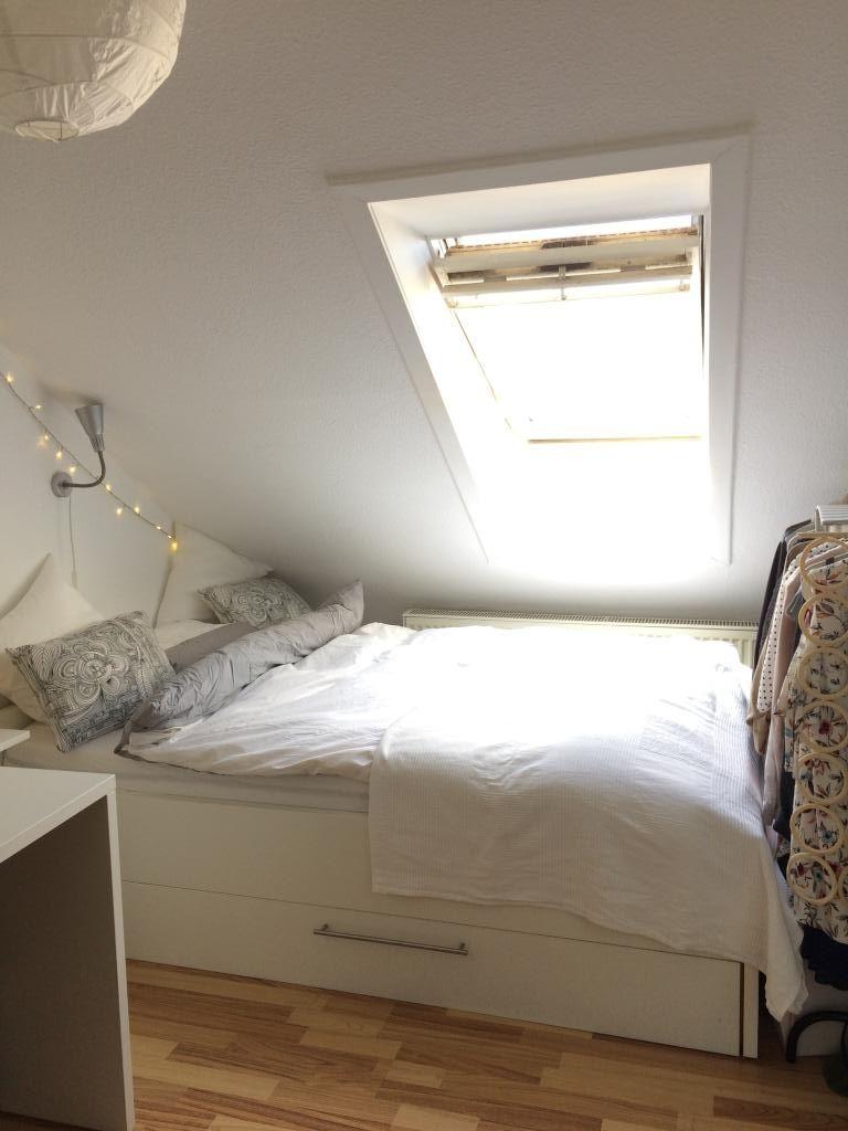Schlafen Unter Der Dachschräge Ist Etwas Schönes Es Sorgt Für Gemütlichkeit Un Schlafzimmer Einrichten Zimmer Mit Dachschräge Einrichten Dachzimmer Einrichten