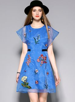 405abe23e1 Sweet Mesh Embroidery Patch A-line Dress