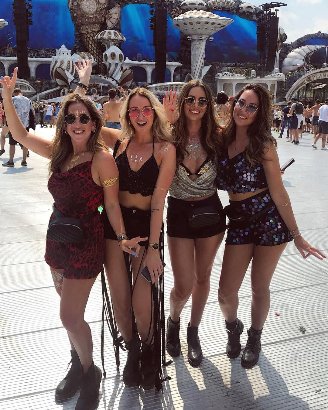 Tomorrowland girls