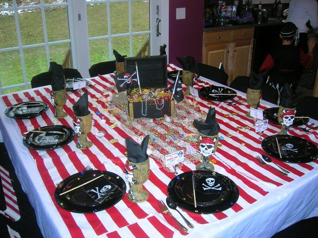 Pirate table setting | Pool party kids, Pirate party ...