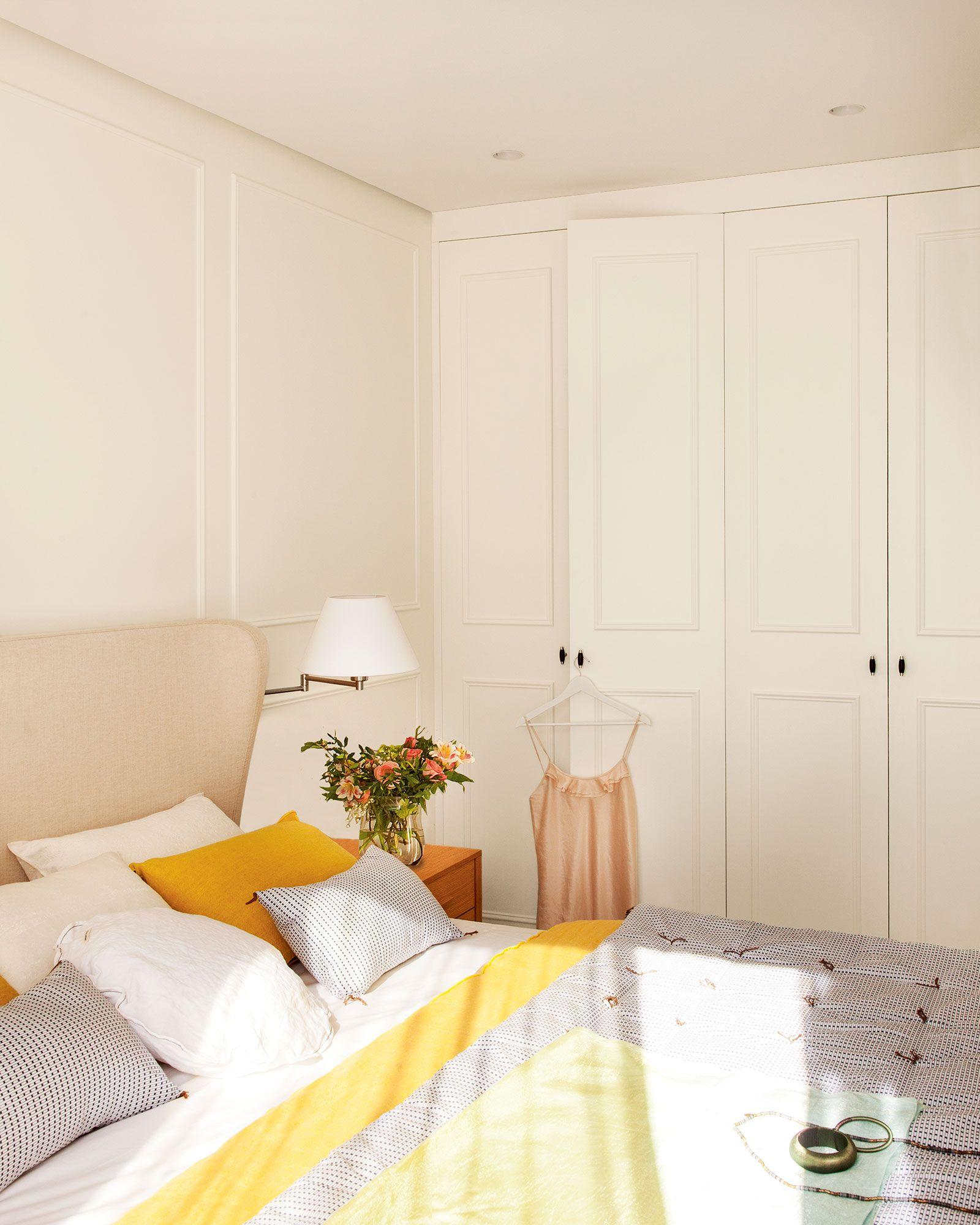 Un armario invisible en 2019 dormitorios peque os y - Decoracion armarios empotrados ...