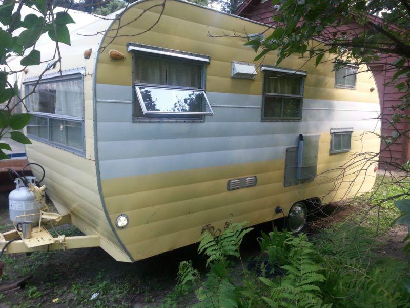 1958 Mallard travel trailer 17 ft Vintage Travel Trailer Camper Canned ham
