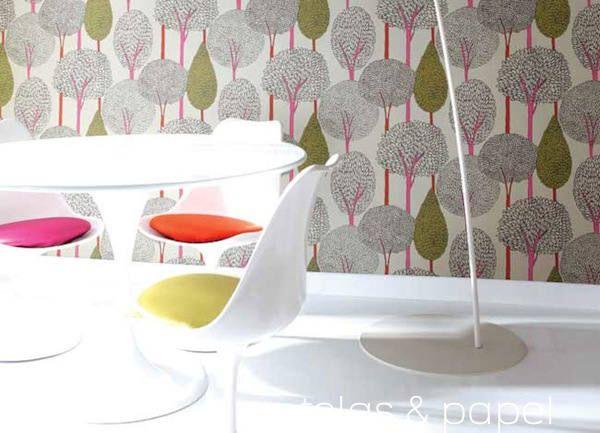 papel pintado con siluetas de arboles de troncos rosa chicle, si quieres ver mas colores visita nuestra tienda online  http://www.pintores-decoradores.com/tienda-online/