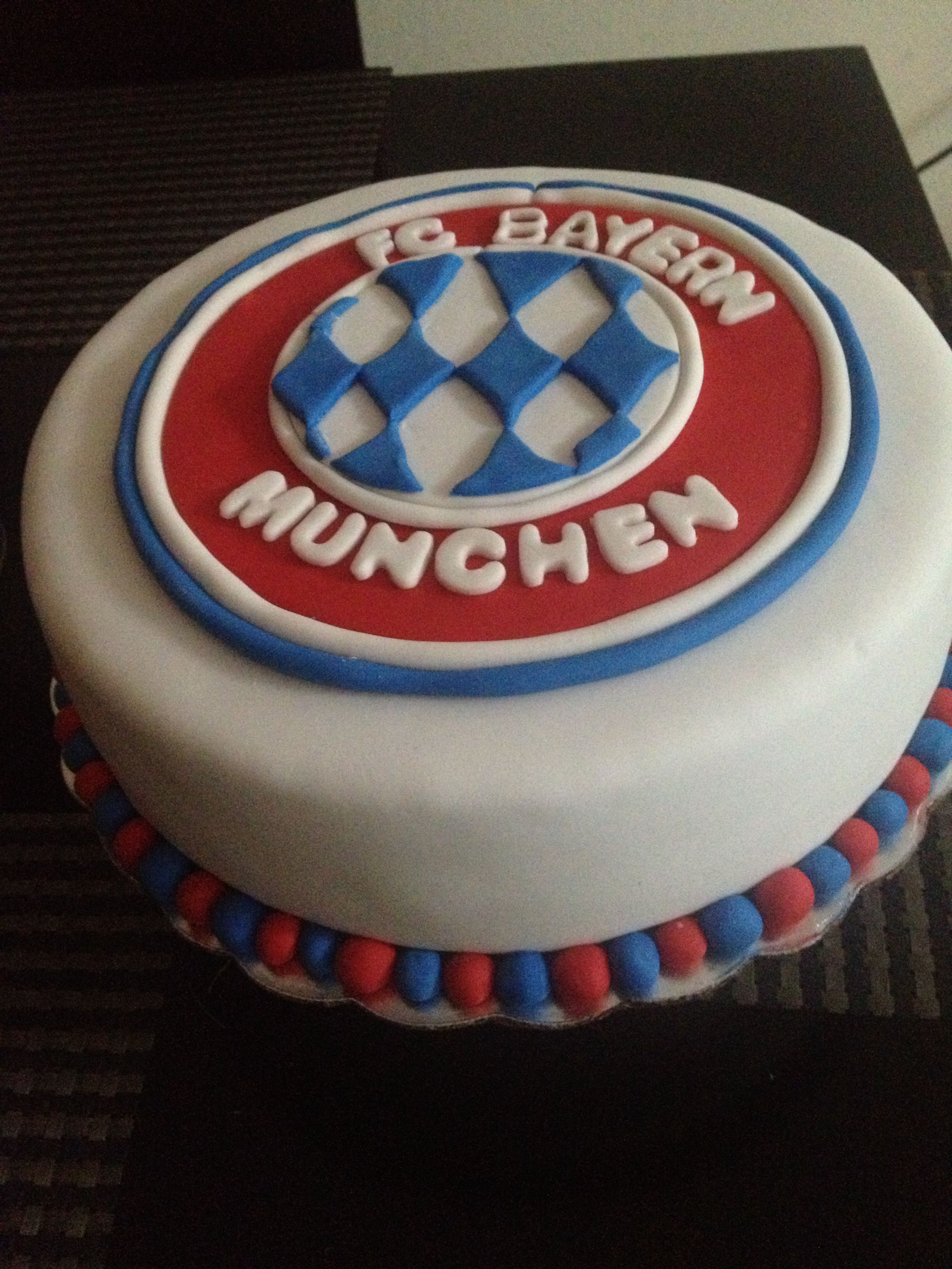 Bayern Munich Cake Littlebitesbyinge Cakes In 2018 Pinterest