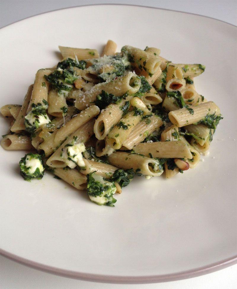 pasta met spinazie en pijnboompitten