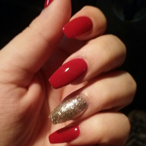 Red And Gold Coffin Nails Perfect For The Holidays Gold Acrylic Nails Red And Gold Nails Red Christmas Nails