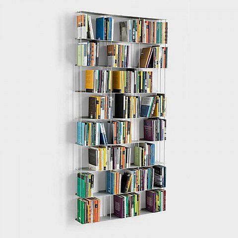 Es gibt Plätze, dort möchte man zwar Bücher, aber keine Möbel. Dafür sind diese Büchertürme aus lackiertem Stahl goldrichtig. Sie nehmen zwar eine ganze Menge Lesestoff auf, aber bleiben selbst fast unsichtbar.