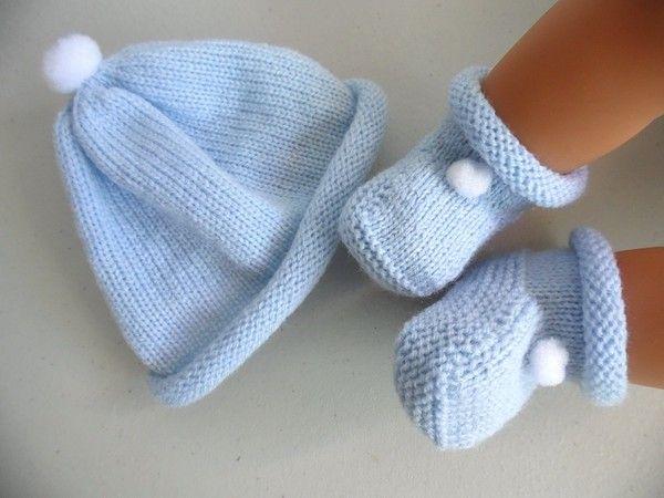 design intemporel 18521 1396f Tricot laine bébé fait main bonnet et chaussons à pompon ...