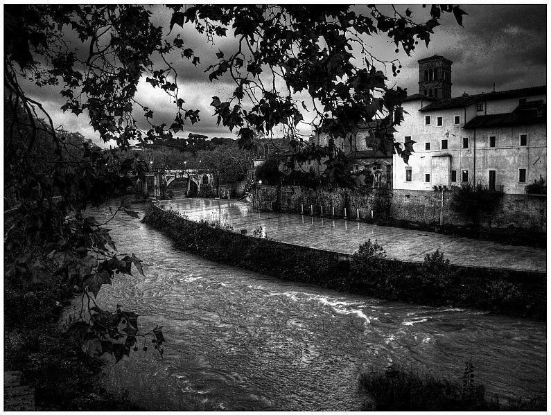 The Tiber River. Photo courtesy of Fra i vicoli di Roma.