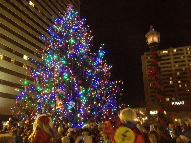 Downtown Christmas Tree Lexington Ky Christmas In America Tree Christmas Tree