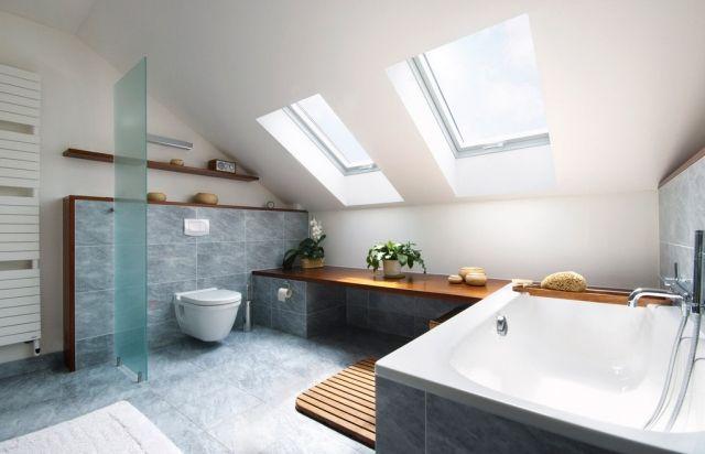 Gut Badezimmer Dachschraege Fenster Badewanne Graue Fliesen
