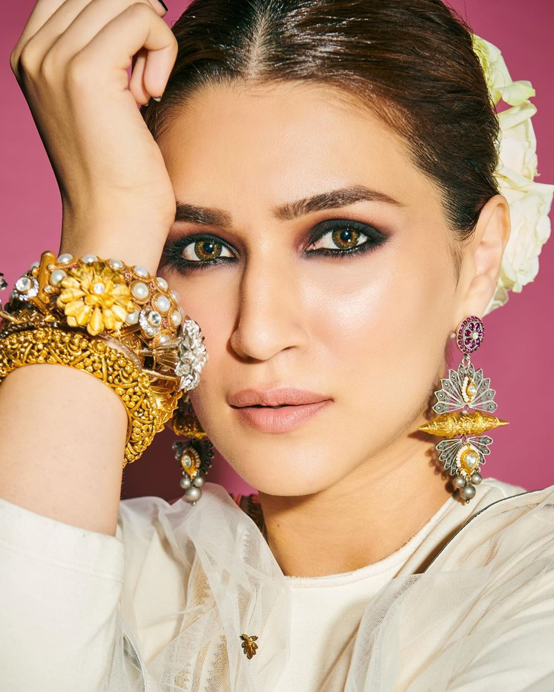 Kriti Sanon Aces The Traditional Look In Ivory Leh