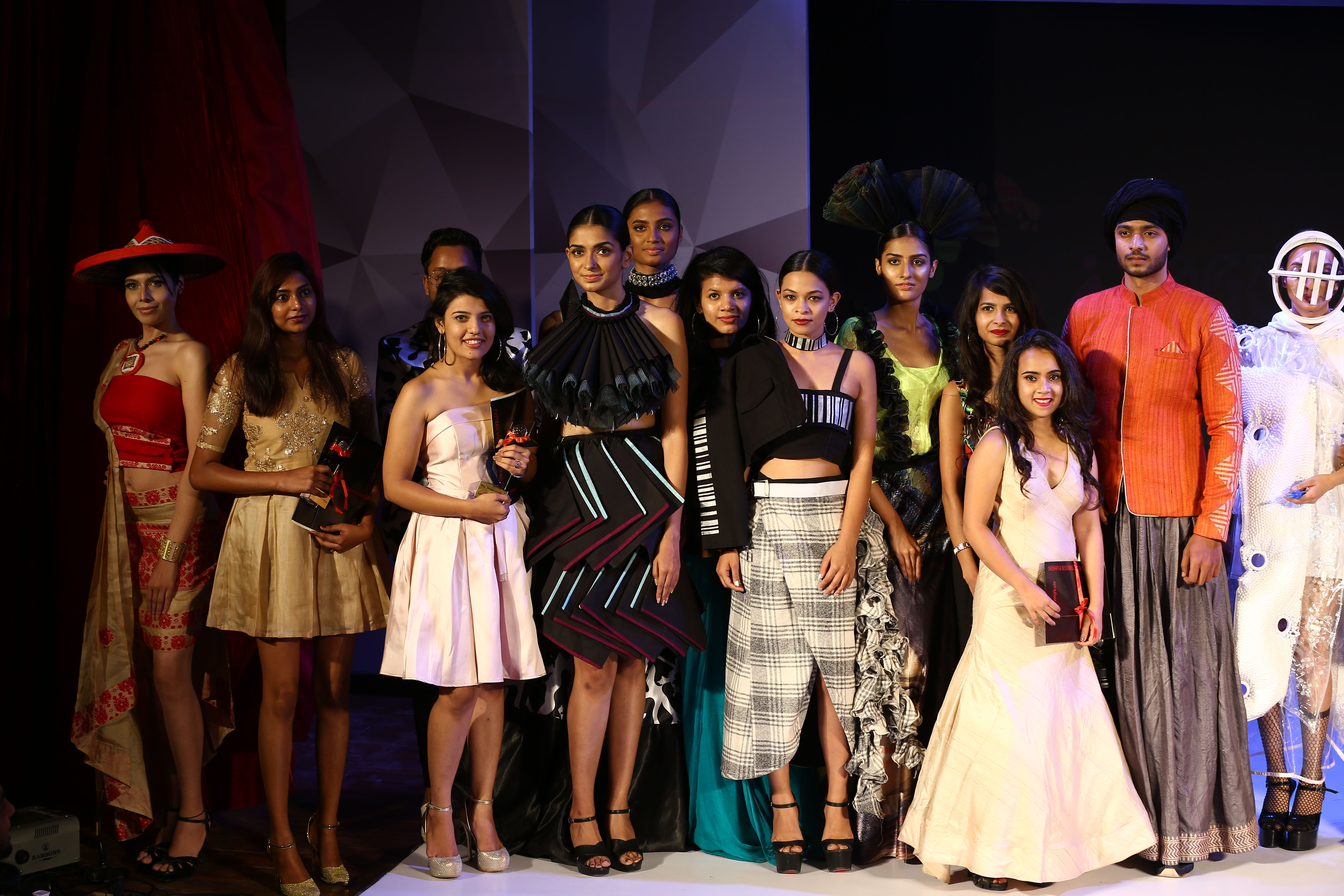 On 31st March Apparel Park Bangalore Saw A Spectacular Display Of Creativity By The Graduating Students Of Vogue In Technology Fashion Fashion Fashion Design