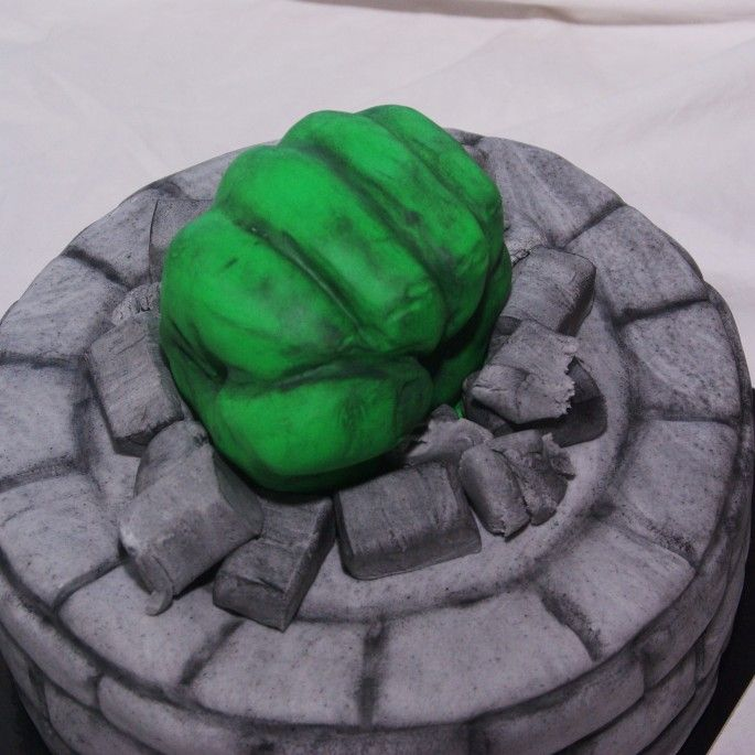 hulk taart hulk vuist taart   Leuke Taarten   Pinterest   Cake hulk taart