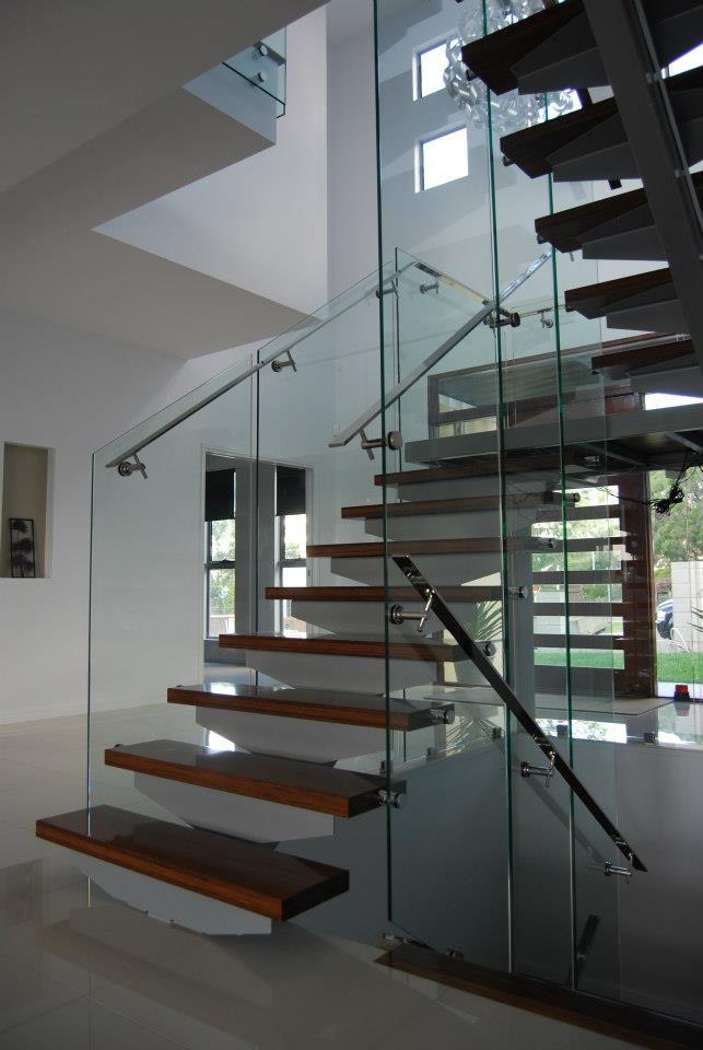 Best Ultra Modern Glass Balustrade Constructed Using 5 Meter 400 x 300