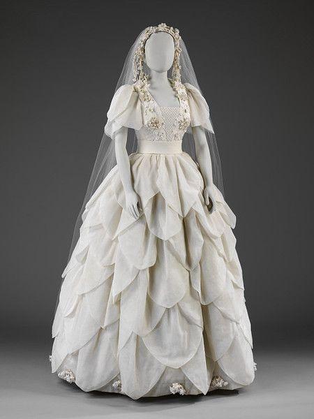 Wedding dress, 1976 London, the V Museum