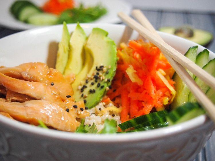 Chirashi à la truite teriyaki - Un chirashi, c'est un délicieux sushi déconstruit, servi dans un bol! Régalez-vous de ce plat à saveur japonaise, qui prend moins de 30 minutes à assembler. Vous pouvez remplacer la truite par du saumon, ou un autre poisson à votre goût! C'est tellement bon!!!!! Menoum :)