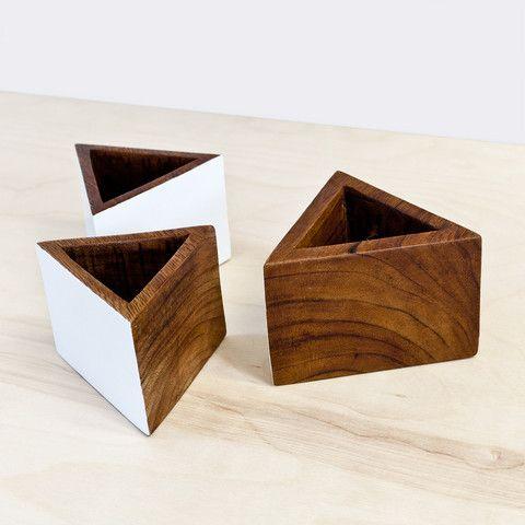 Vasinhos geométricos de madeira