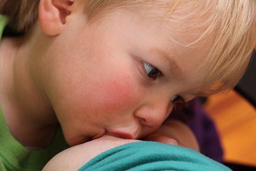 Mamá revela poderosa imagen de la lactancia en tándem   Blog de BabyCenter