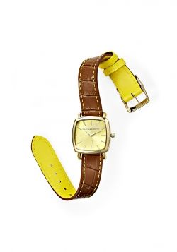 Want a subtle pop of color in your daily wardrobe? This reversible strap Isaac Mizrahi watch is the perfect combination of rich brown and gold so you can choose to downplay or play up!