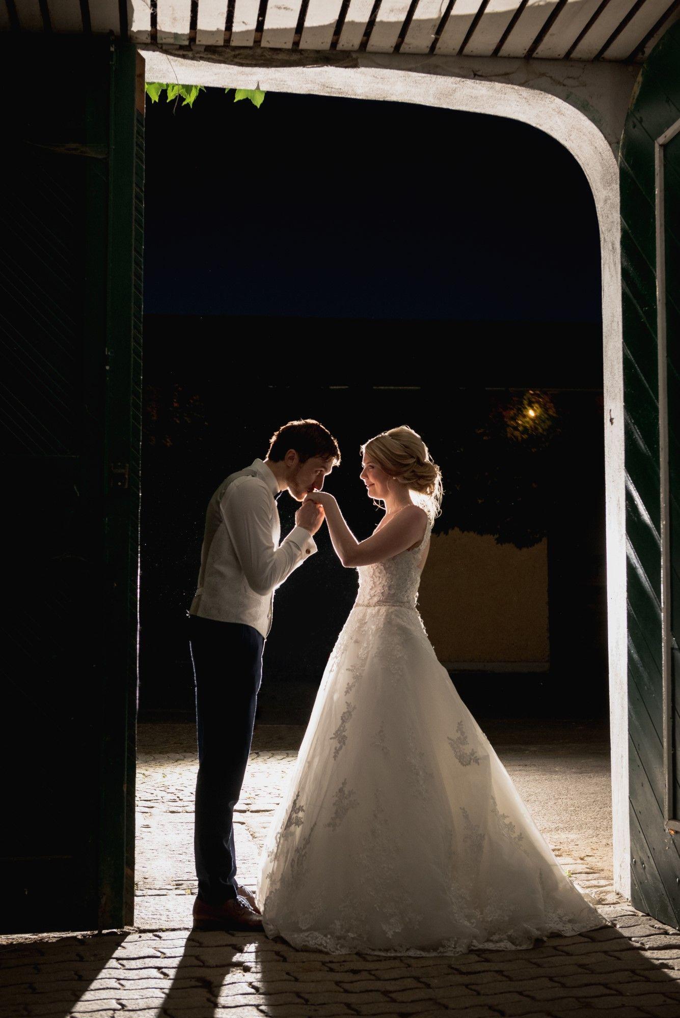 Romantischer Kulisse für ein Brautpaar Fotoshooting im Gut