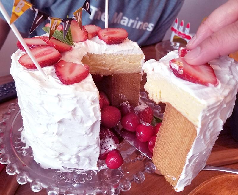 かくれんぼケーキ の作り方 誕生日に手作りしたいサプライズなバースデーケーキ happy birthday project かくれんぼケーキ ケーキ 手作り 簡単 スイーツ簡単レシピ