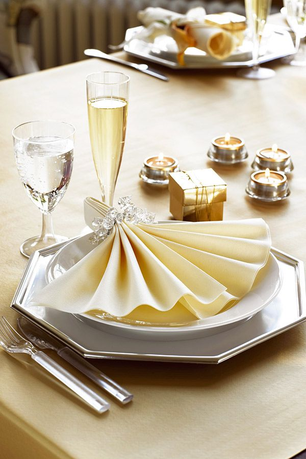 Glamour plate for New Year´s Eve golden table scapes Table setting Duni & Glamour plate for New Year´s Eve golden table scapes Table setting ...