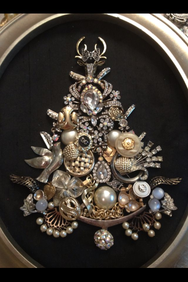 Second Christmas Tree I Made With Old Costume Jewelry Old Jewelry Crafts Vintage Jewelry Art Christmas Jewelry