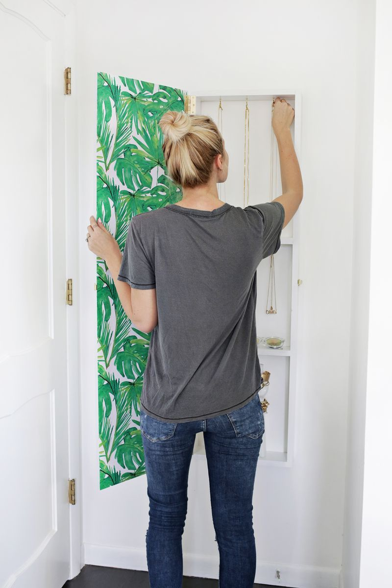 Totally Need This Jewelry Storage Mirror DIY click through for