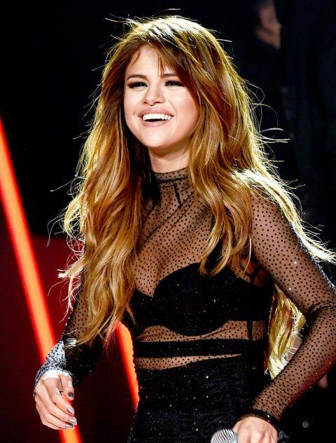 Is Selena Gomez Going Blonde Selena Gomez Hair Selena Gomez Hair Color Long Hair Styles