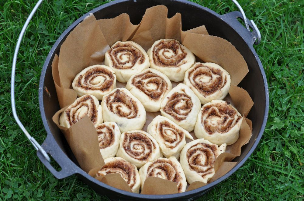 Cinnamon Rolls in 12 quotDutch Oven Cinnamon Rolls from the Dutch Oven - Cinnamon Roll ... - Cinnamon