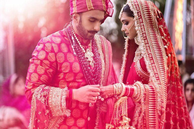 Ranveer Singh Deepika Padukone Wedding Mehendi Pictures Hd Quality Good Quality Images Bollywood Wedding Ex Deepika Padukone Lehenga Celebrity Weddings Lehenga