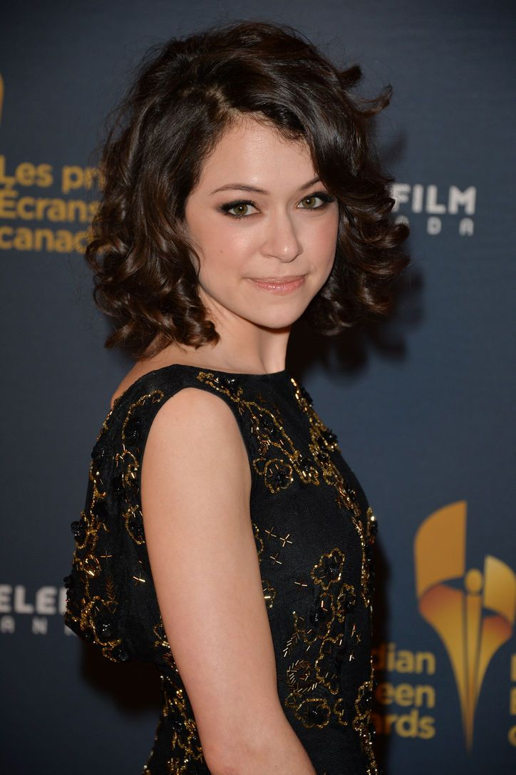 Possible Haircut Orphan Black S Tatiana Maslany Wore Her Natural Curls On The Red Carpet This Weekend Hairstyles For Round Faces Curly Hair Styles Hair Styles