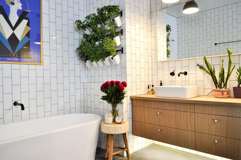 Salle De Bain Et Electricite ~ Inexpensive Bathroom Diys For Less Than 100 Eaux Et Salle