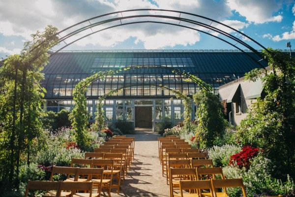 Vibrant And Light Hearted Chicago Wedding At Garfield Park Conservatory Junebug Weddings Chicago Wedding Venues Outdoor Wedding Venues Garfield Park Conservatory