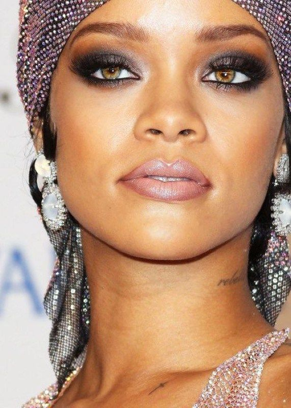Smokey eyes Rihanna. Beauty Products :: Cosmetics:: Lipstick, Eye Shadow, Mascara, Blush Powder :: ZAIMARA Inspirations:: Bohemian Shades:: Pallet of Colors:: Hair & Beauty :: Fall in Love ::
