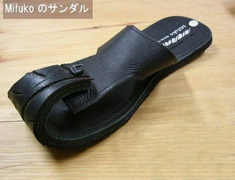 linda sandalia hecha con llantas.