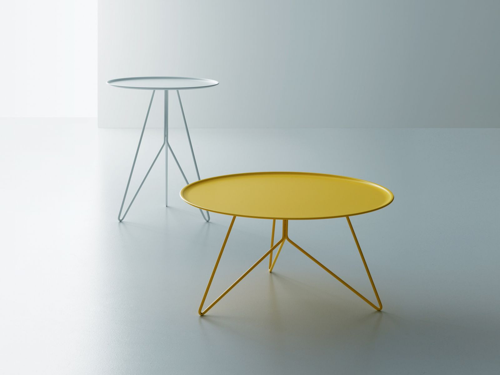 Low round steel coffee table LINK - Miniforms
