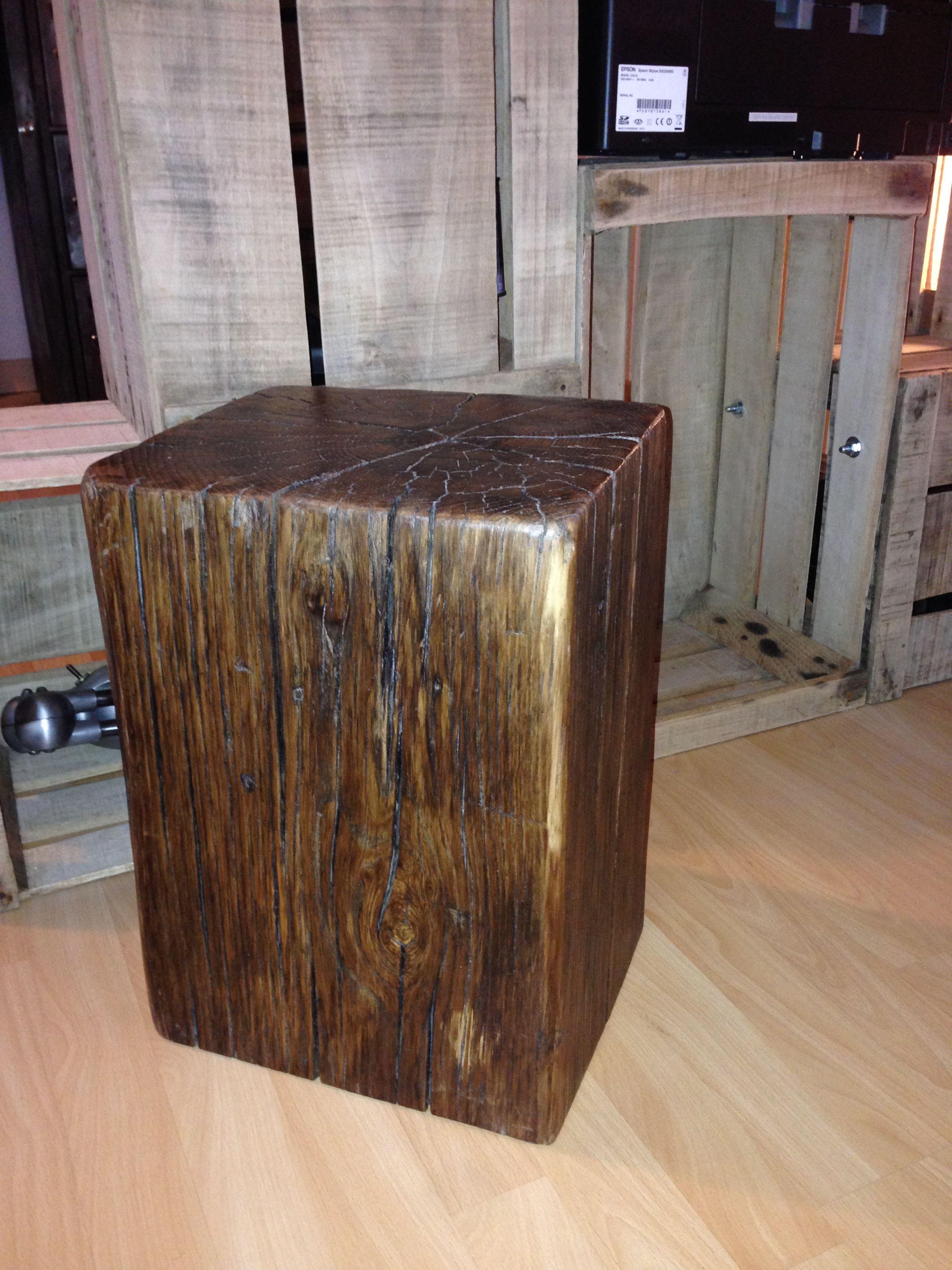 tabouret massif en ch ne d coupe d 39 une chute de poutre en ch ne aux dimensions d 39 un tabouret. Black Bedroom Furniture Sets. Home Design Ideas