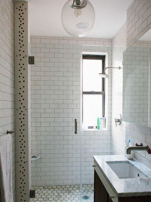 weiße rechteckige Fliesen subway im Badezimmer unter der Dusche - badezimmer fliesen bilder