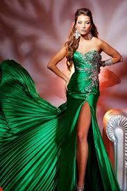 Картинки по запросу аксессуары под зеленое короткое платье ...