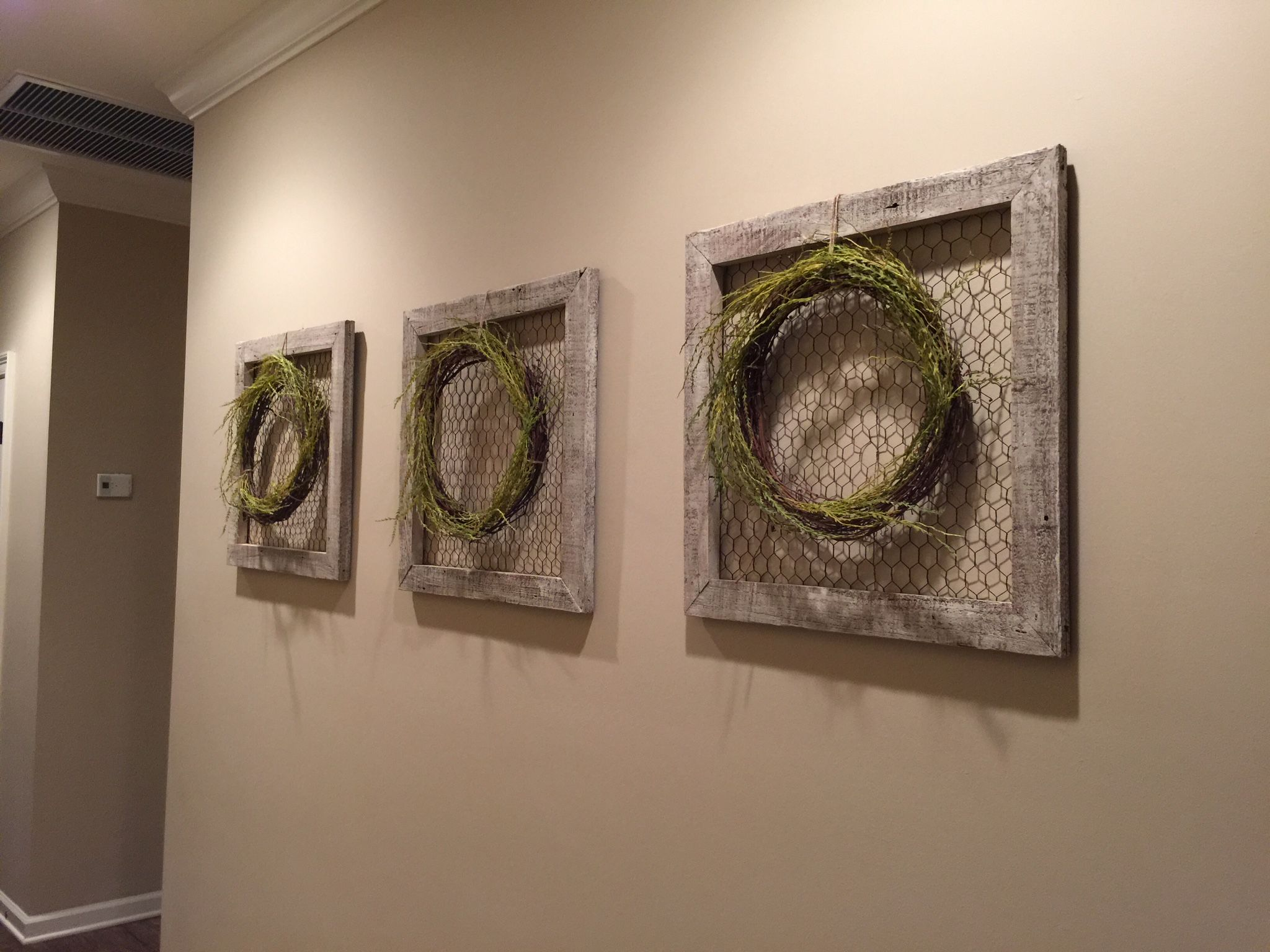 Wall Art Barn Wood Frames Chicken Wire Wreath And